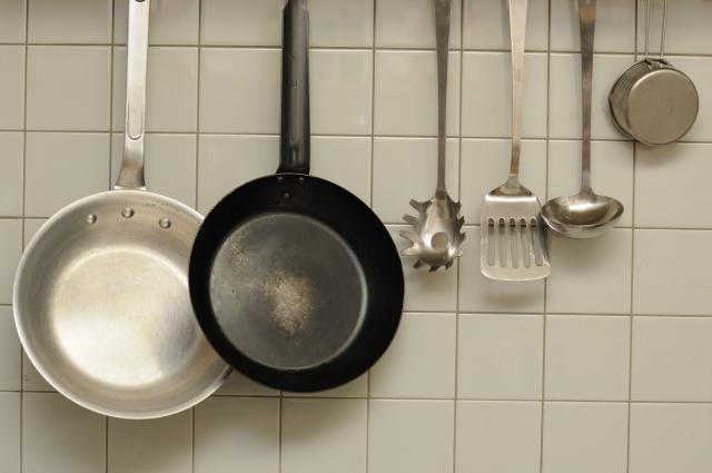 フライパンなどのキッチン収納イメージ